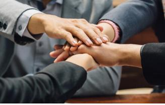 信任源于坚持以客户为中心,以人为本、为客户负责、敢于担当